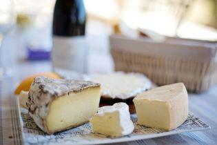Украинцы стали есть больше дорогого импортного сыра