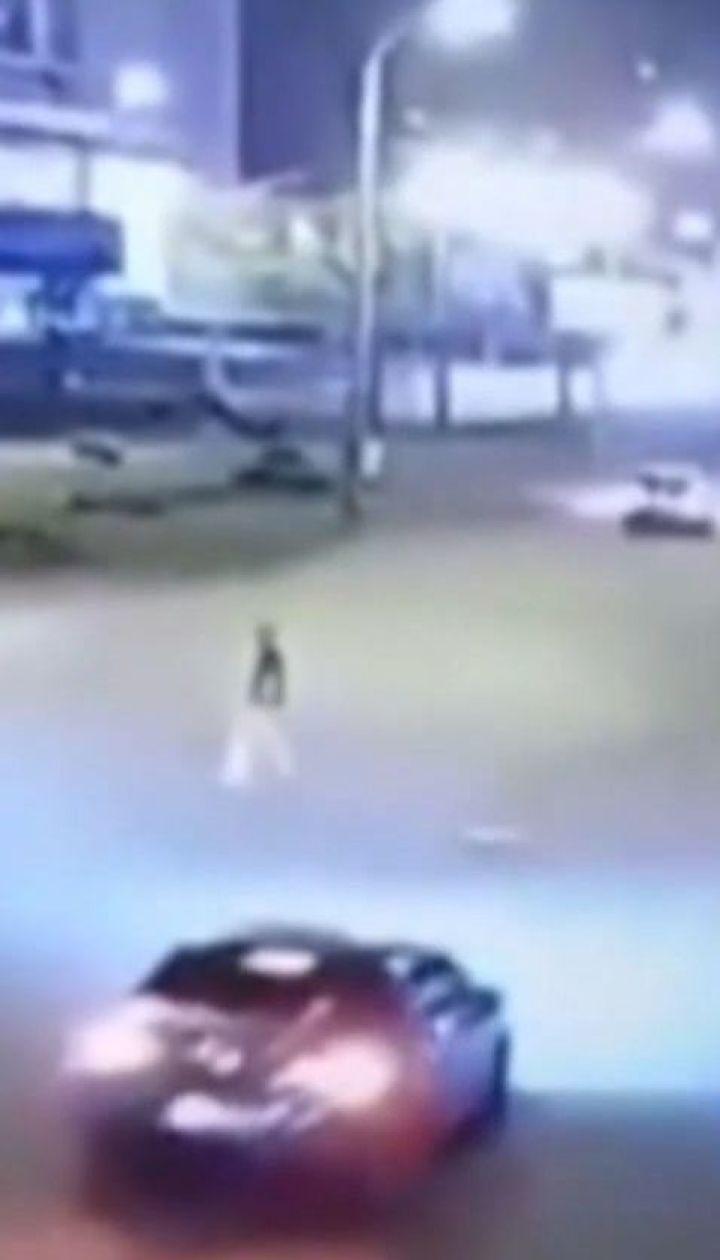 Столичная полиция разыскивает водителя Lexus, который сбил пешехода и скрылся