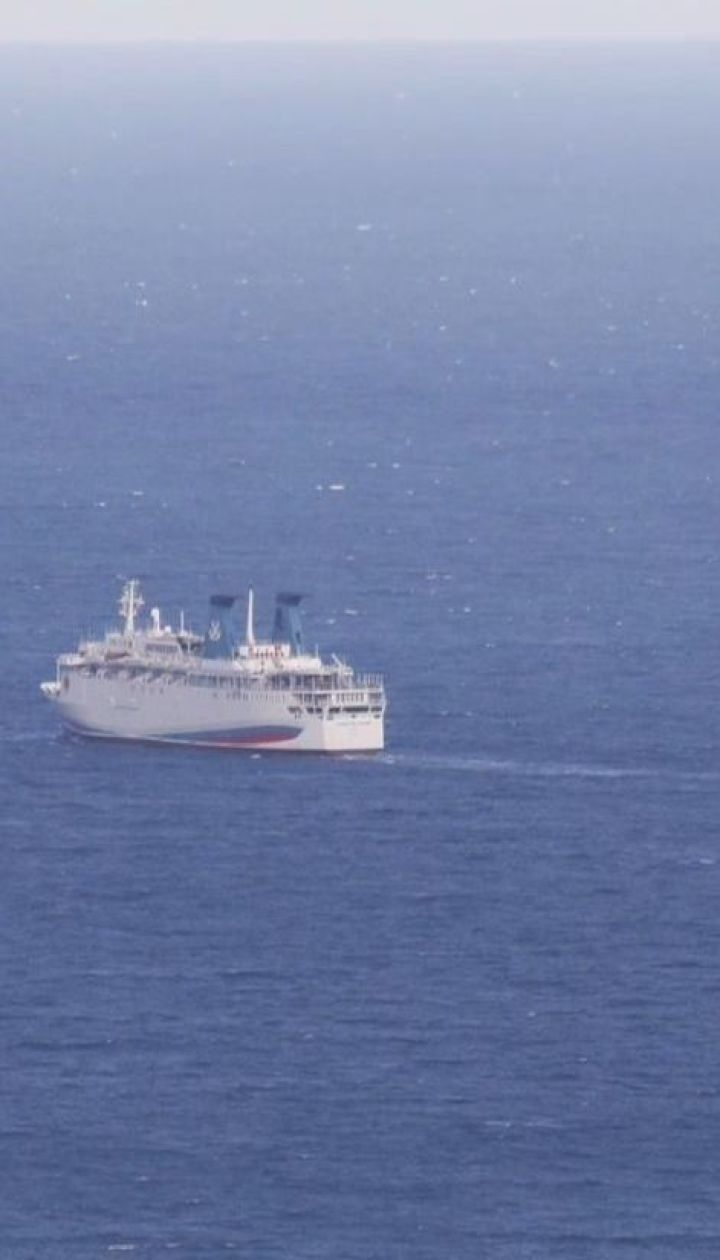 У мережі висміяли російське судно, яке припливло в Ялту із Сочі і не змогло зайти в порт