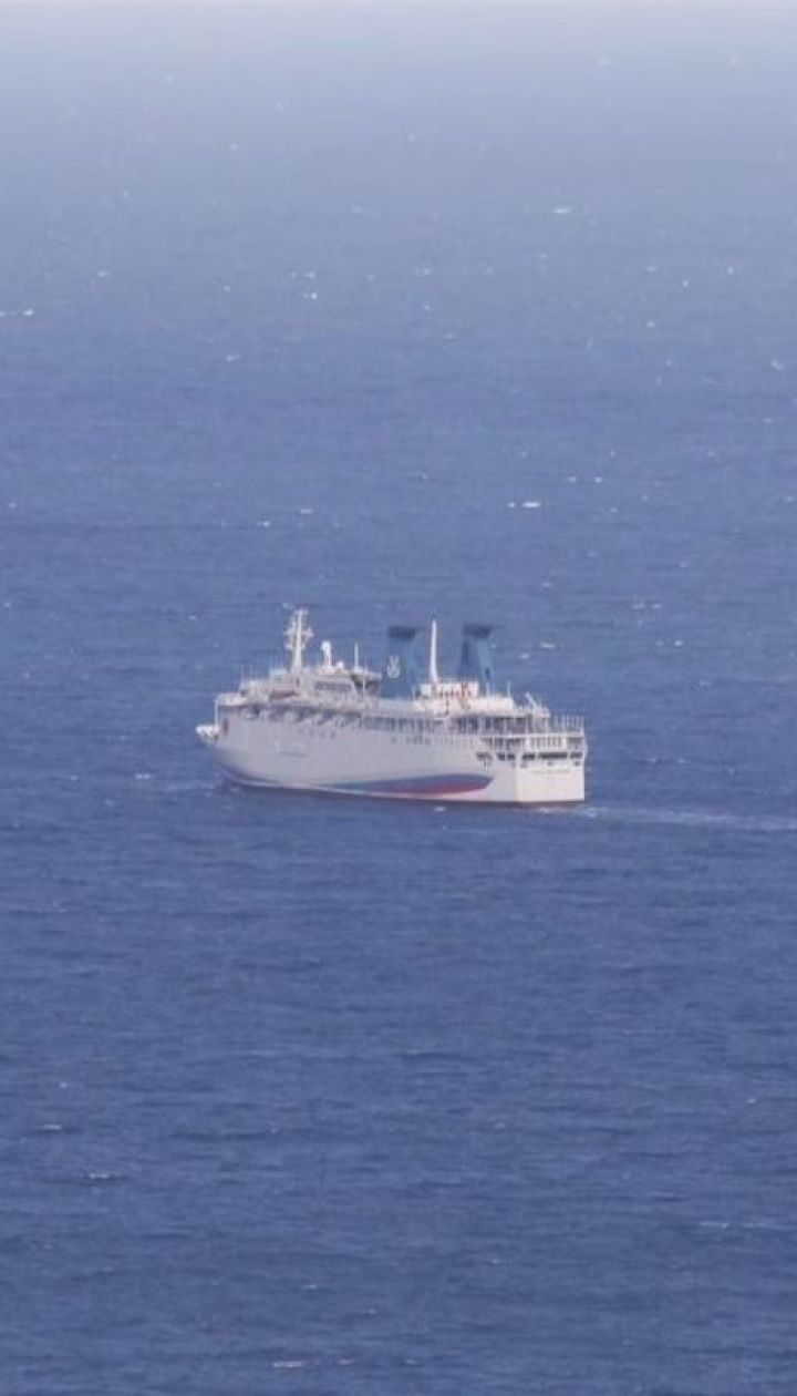 В сети высмеяли российское судно, которое приплыло в Ялту из Сочи и не смогло зайти в порт
