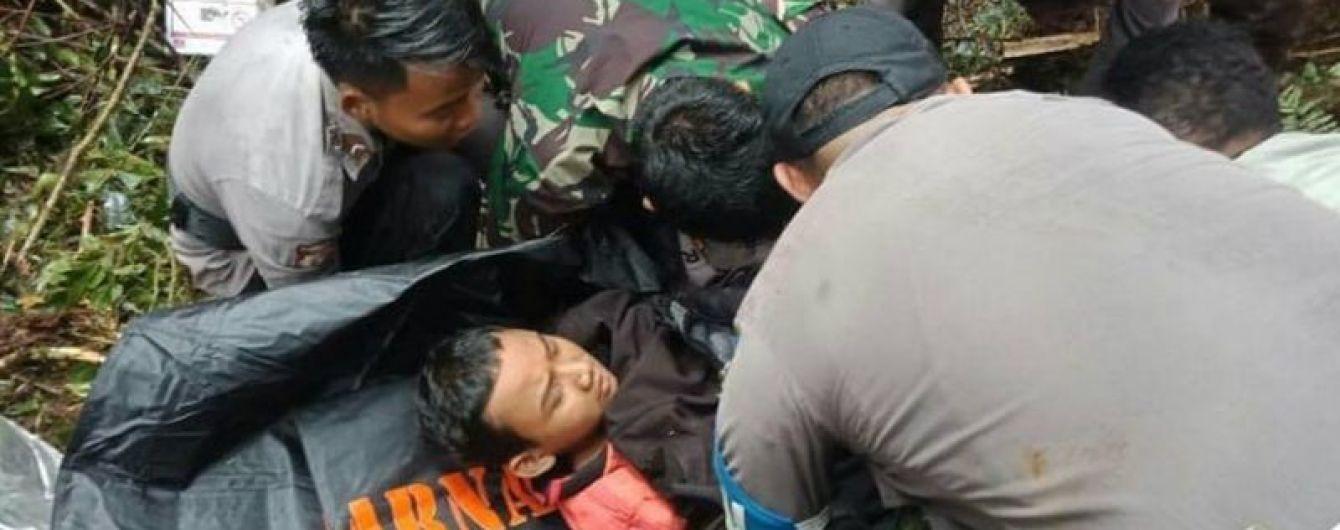 У кривавій авіатрощі в Індонезії дивом вижив 12-річний хлопчик