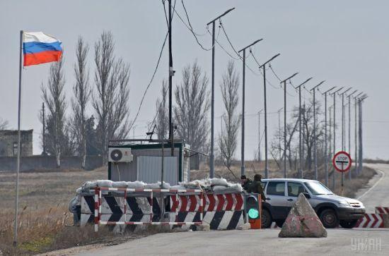 Уряд дозволив підліткам самостійно перетинати КПВВ з Кримом