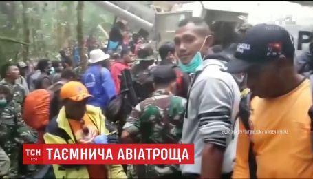 12-летний подросток чудом выжил после катастрофы самолета в Индонезии