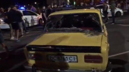 У Рівному дрифтер наїхав на поліцейського, невідомі у балаклавах розтрощили автівки учасників перегонів