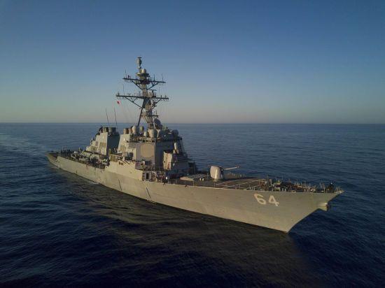 """Американский эсминец """"Карни"""" вошел в черное море"""
