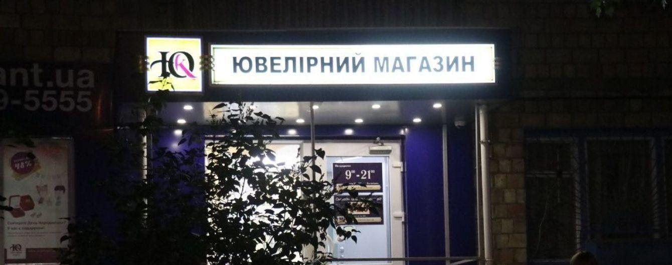 Ограбление ювелирного магазина в Киеве и самый сильный звездопад года. Пять новостей, которые вы могли проспать