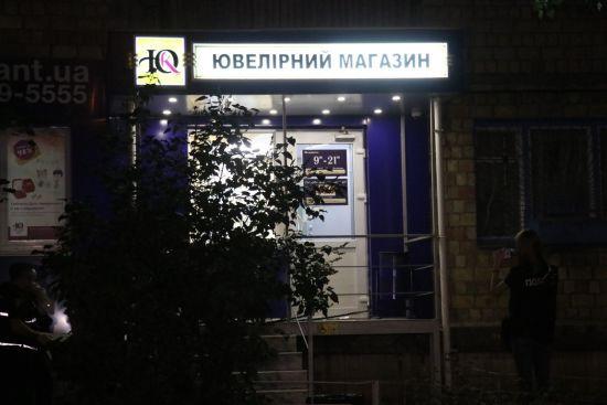 Пограбування ювелірного магазину в Києві та найсильніший зорепад року. П'ять новин, які ви могли проспати