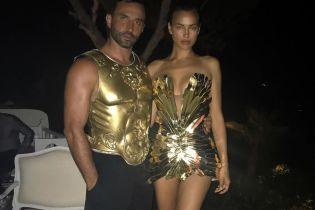 В маленьком золотом платье: Ирина Шейк отдохнула на вечеринке