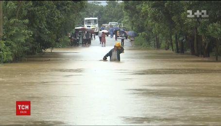 """Эвакуация и отмененные рейсы: в Китае бушует мощный тайфун """"Яги"""""""