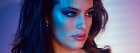 В прозрачном белье и без макияжа: Эшли Грэм поделилась новыми селфи