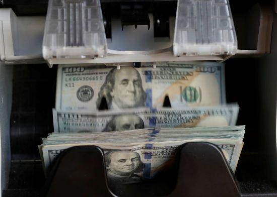 Долар знову здорожчав, а євро здешевшав. Нацбанк визначився з курсами валют на вівторок