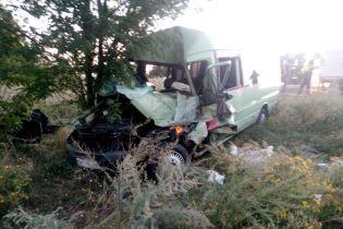 На Одещині зіткнулися вантажівка та маршрутка, один із водіїв загинув
