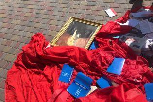 На Полтавщине в здании райсуда и прокуратуры обнаружили приемные запрещенной КПУ с портретами Ленина