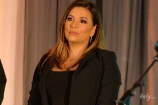 В черном обтягивающем платье: Ева Лонгория сходила на церемонию