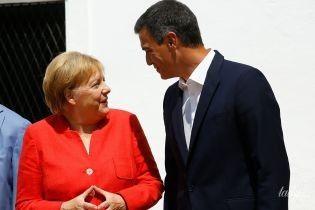 В красном жакете и с мужем: Ангела Меркель на встрече в Испании