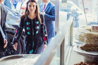 Как всегда, стильная: королева Рания продемонстрировала новый образ