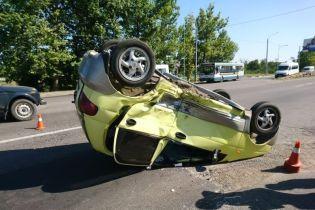 У Миколаєві Chevrolet вибив на зустрічну смугу й перекинув Matiz, постраждали діти