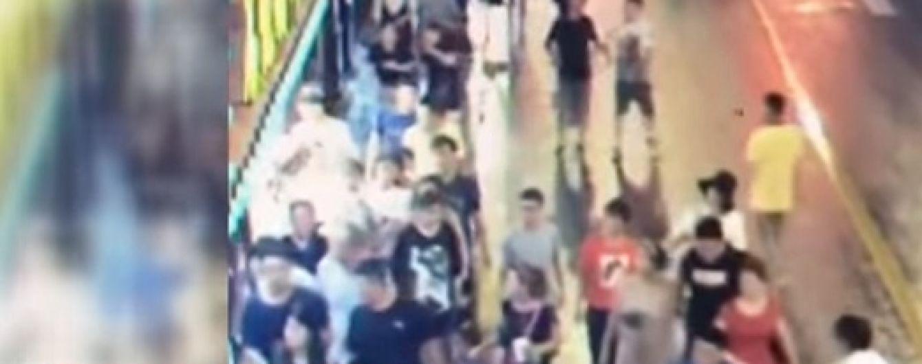 В Китае огромная вывеска магазина убил трех прохожих