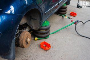 Як вибити компенсацію за пошкоджене через ями авто. Консультація юриста