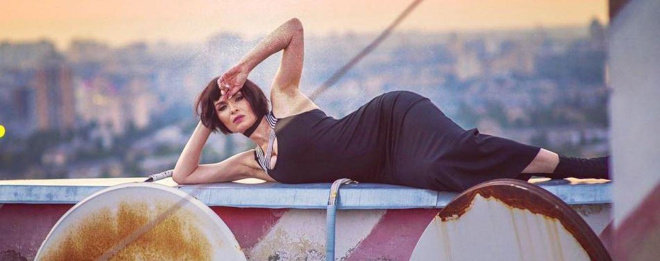 У сексуальному образі: Надя Мейхер позувала на даху