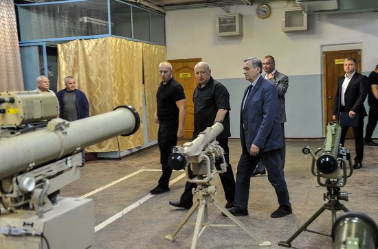 Турчинов поскаржився на недосконалу систему виробництва озброєння