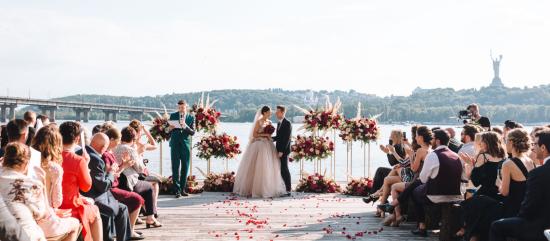 Нічна церемонія і циркові гімнасти. Модні тренди сучасного весілля