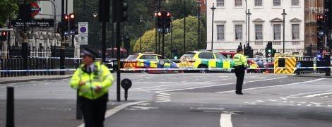 Полиция сообщила о теракте у британского парламента. Опубликовано видео нападения