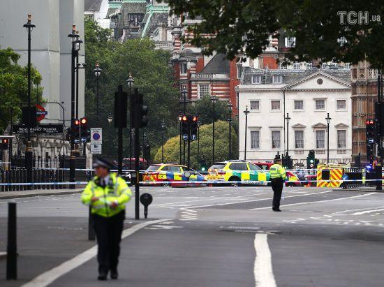 Поліція назвала терактом наїзд автомобіля на пішоходів біля британського парламенту