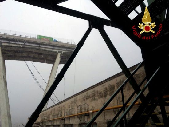 З'явилося перше відео смертельного обрушення моста в Італії