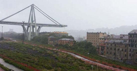 Обвал мосту в Генуї із десятками жертв. Текстовий і відеоонлайн