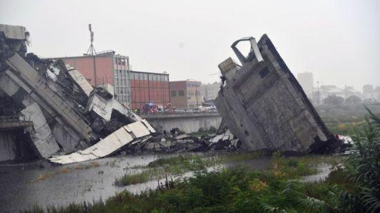 Суцільна розруха та люди у завалах: у Мережі показали смертельні наслідки руйнування моста в Італії