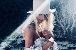 У капелюсі, топі і трусах: Кендіс Свейнпоул поділилася новим знімком