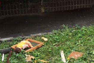 У Києві в квартирі вибухнули і спалахнули телевізори, постраждала людина