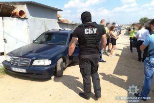 У Києві в гаражі колишнього військовослужбовця виявили арсенал зброї