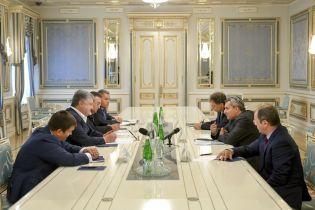 Порошенко закликав Ізраїль частіше впускати українців