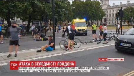 В Лондоне автомобиль въехал в толпу, есть раненые