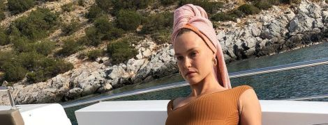В купальнике со странного ракурса: Бар Рафаэли поделилась снимком с отдыха