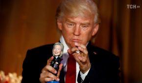 Грався з Клінтон і боксував з Меркель: в музеї Мадам Тюссо актор зіграв Трампа