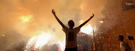 Вогняне шоу та салюти: на Мальті яскраво відзначають свято Діви Марії