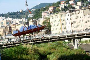 У Генуї відселяють людей із будинків поруч із заваленим мостом, бо житло можуть знести повністю