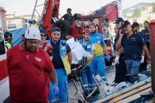 Вірять у диво. Рятувальники досі сподіваються знайти живих людей під завалами мосту у Генуї