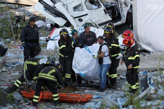 Італійська трагедія. Завали мосту в Генуї досі розбирають, кількість жертв сягнула 35-ти