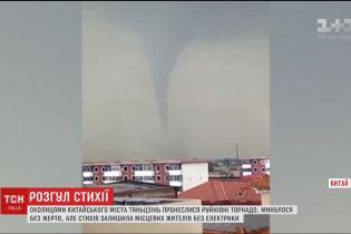 Разрушительные торнадо пронеслись по окрестностям китайского города Тяньцзинь