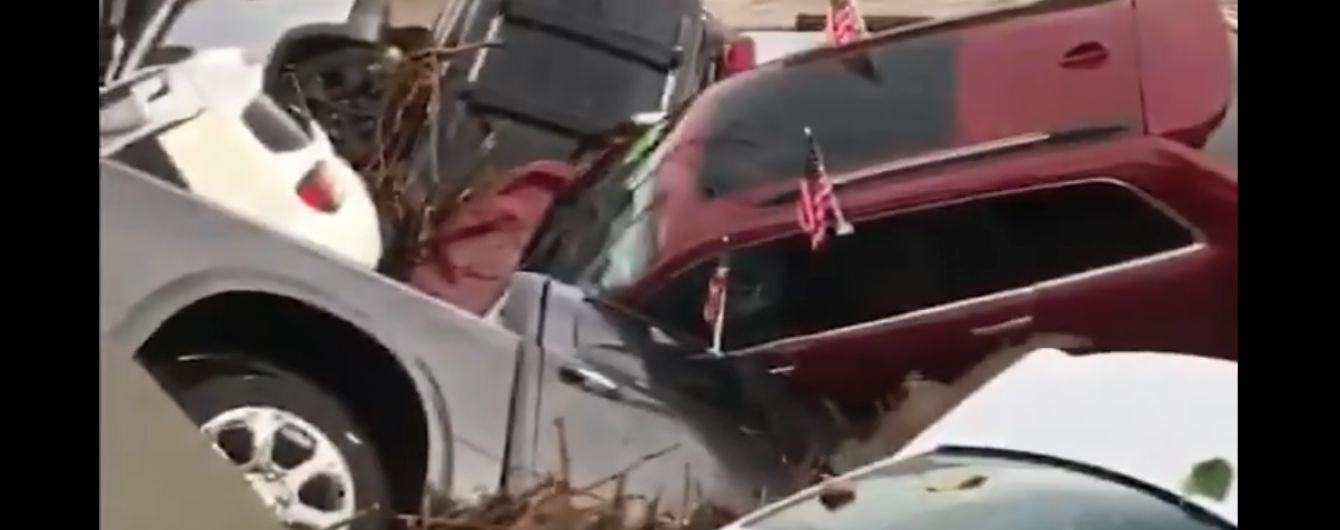 Нещадний потоп в США викрав з десяток нових Dodge