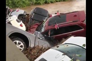 Беспощадный потоп в США угнал с десяток новых Dodge