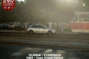 У Києві хлопці на Audi з єврономерами збили пішохода і намагалися втекти