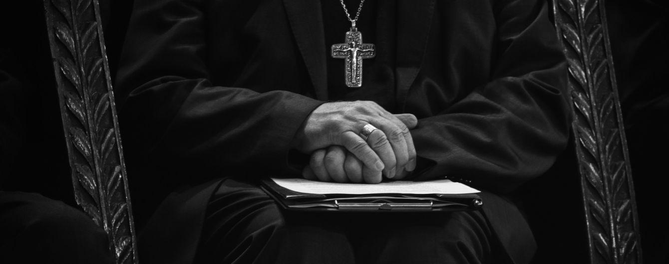 В Польше активисты повалили статую священника, которого подозревают в сексуальном насилии