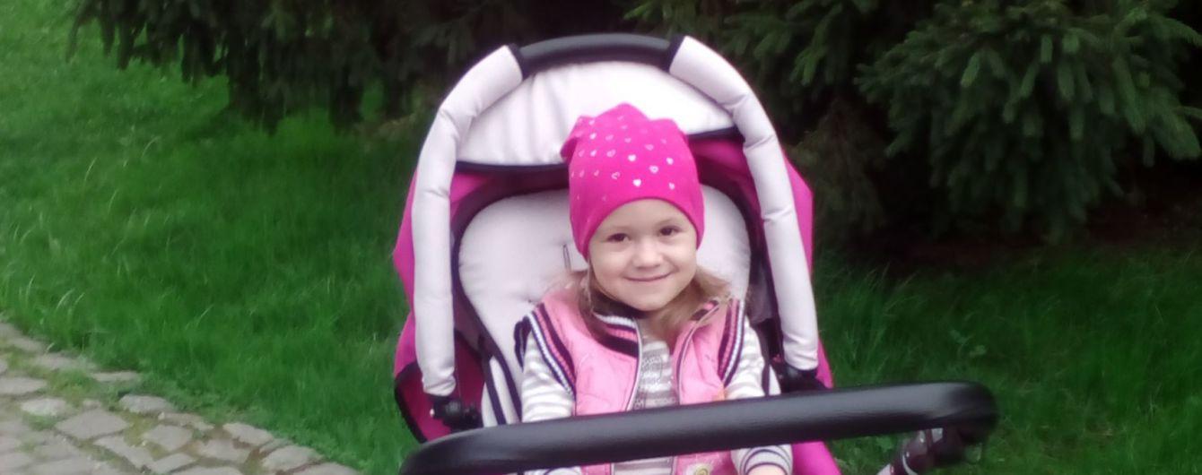 Усиленная реабилитация Катеньки поможет ей сделать первые шаги