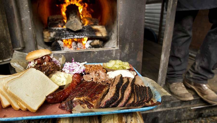 М'ясо, стейк, ковбаски, реберця