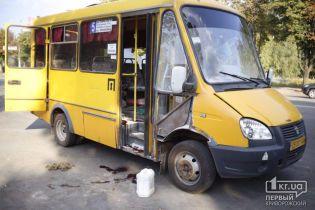 В Кривом Роге в маршрутке с пассажирами прогремел взрыв, есть пострадавшие